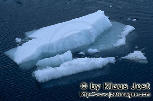 Cape Anne/Nunavut/Kanada        Treibende Eisschollen am Cape Anne        Am Ufer von Cape Anne hat