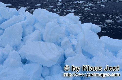 Cape Anne/Nunavut/Kanada        Arktische Packeislandschaft        Am Ufer von Cape Anne hat