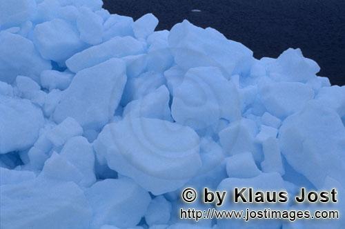 Cape Anne/Nunavut/Kanada        Arktisches Meereis        Am Ufer von Cape Anne hat sich s