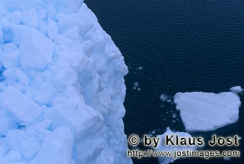 Cape Anne/Nunavut/Kanada        Steil hat sich das Packeis am Cape Anne aufgetürmt        Am Ufer v