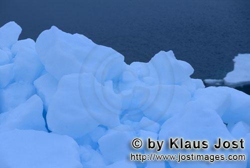 Cape Anne/Nunavut/Kanada        Meer-Eis am Cape Anne        Am Ufer von Cape Anne hat sich <