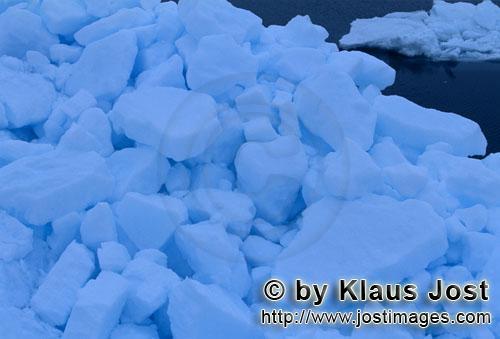 Cape Anne/Nunavut/Kanada        Packeis - Das Meereis der Arktis        Am Ufer von Cape Anne