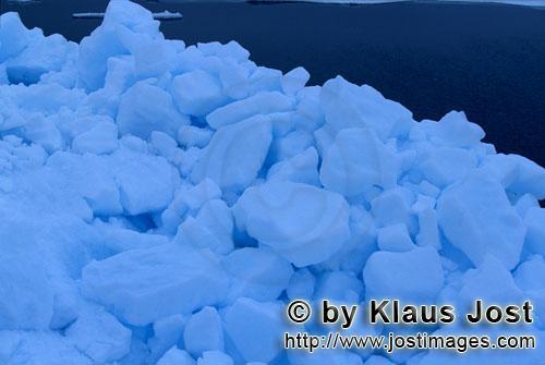 Cape Anne/Nunavut/Kanada        Packeis ist die häufigste Art von Meereis        Am Ufer von Cap
