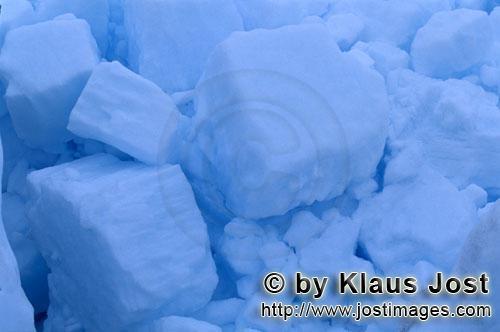 Cape Anne/Nunavut/Kanada        Pạck·eis besteht aus ineinandergeschobenen Eisschollen        Am