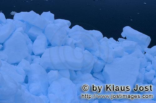 Cape Anne/Nunavut/Kanada        Arktisches Meereis am Cape Anne        Am Ufer von Cape Anne