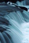 Weich stroemendes Wasser am Brooks River Wasserfall