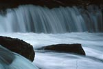 Strömendes Wasser am Brooks River Wasserfall