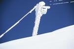 Vereister Stützpfeiler der Materialseilbahn