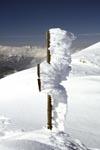 Vereister Wegweiseran der Bergstation Karwendelbahn