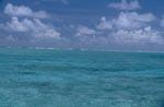 Die Brecher markieren die Lagunegrenze zum offenen Meer