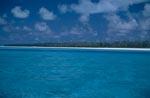 Midway Insel mit Lagune und Wolkenhimmel