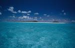 Tiefblauer Himmel über Midway Lagune