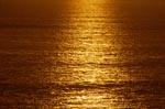 Golden geht die Sonne über dem Meer unter